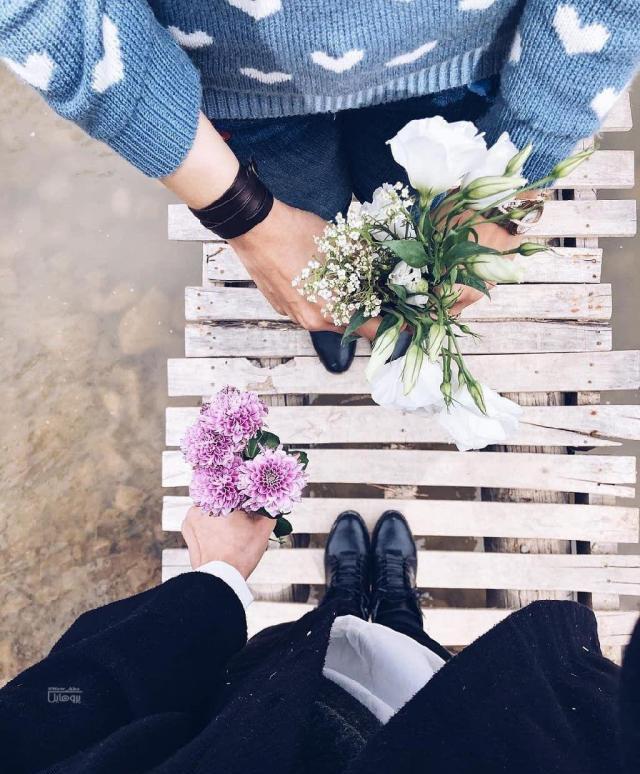 عکس پروفایل دختران گل در دست