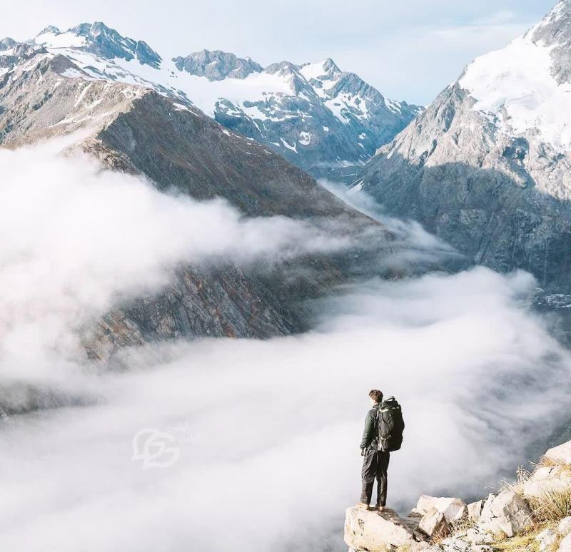 عکس پروفایل بالای کوه ها