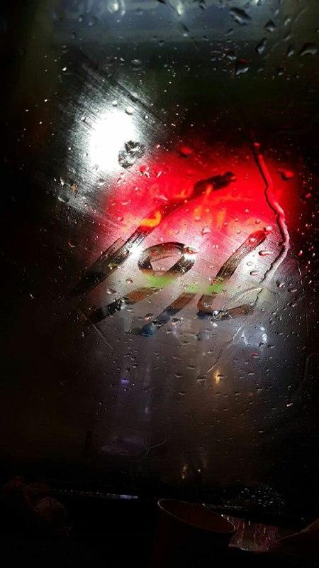 استوری باران روی شیشه