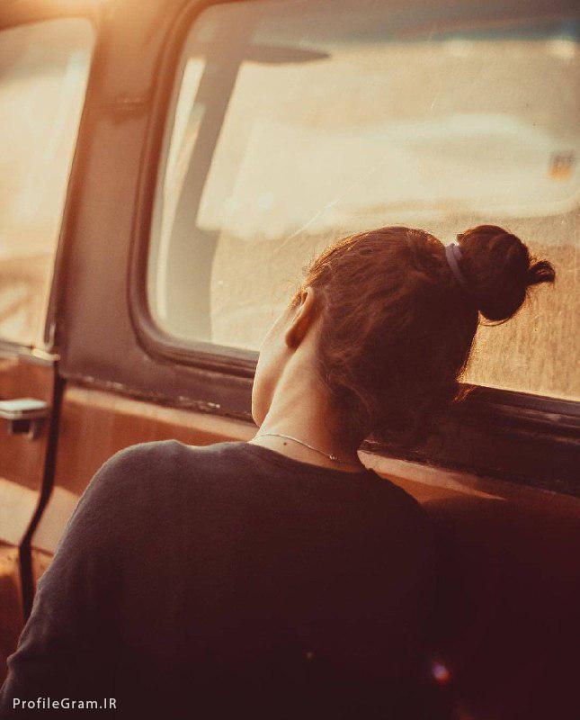 عکس پروفایل دختر تنها تکیه کرده به ماشین