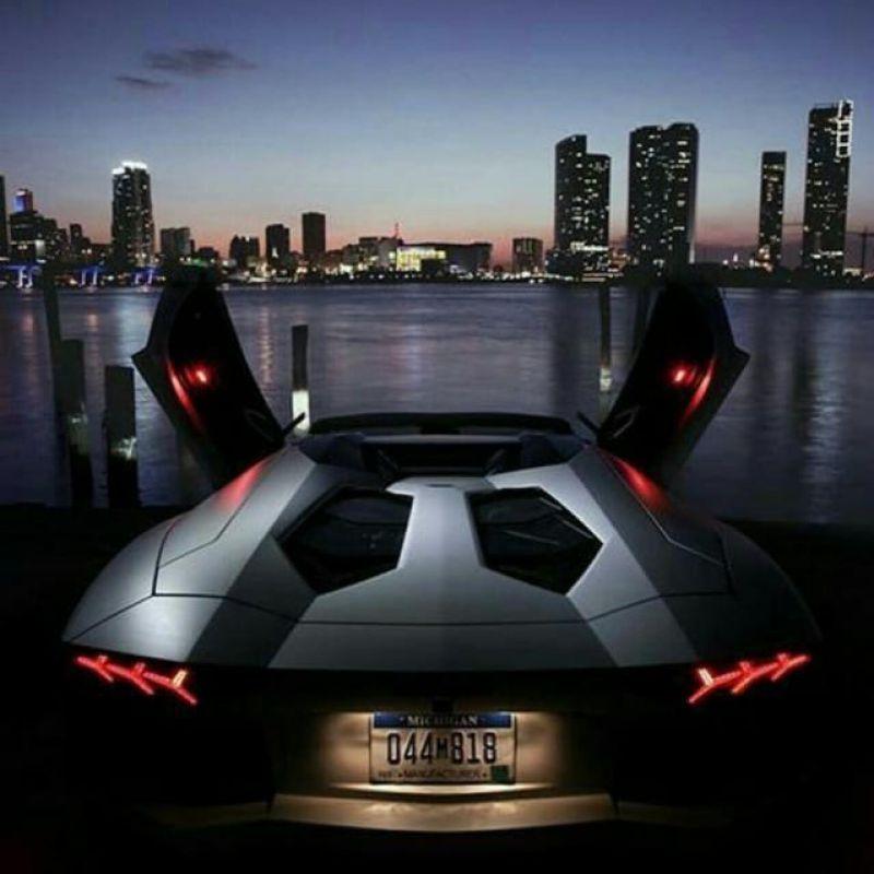 عکس پروفایل ماشینی لامبورگینی در شب