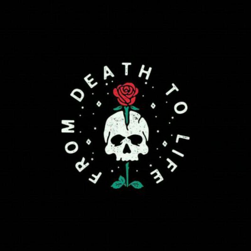عکس پروفایل اسکلت خفن با گل قرمز