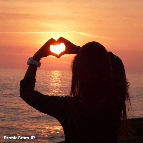 عکس پروفایل عاشقانه دخترانه تنها با قلب در غروب
