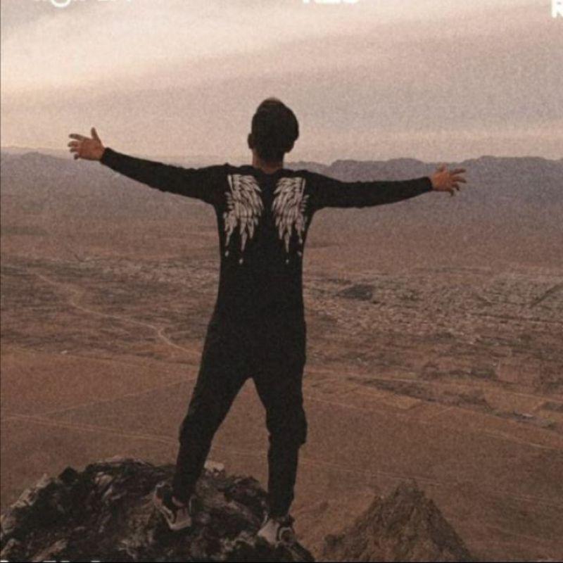 عکس پروفایل پسرونه تنها روی کوه پرواز مانند عقاب