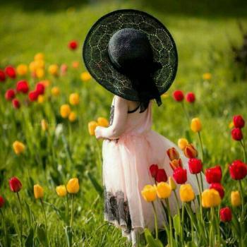 عکس پروفایل گل لاله و دختر کوچولو