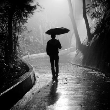 عکس پروفایل مرد و باران و تنهایی
