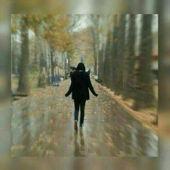 عکس پروفایل دختر تنها زیر بارون