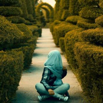 عکس پروفایل دختری در باغ