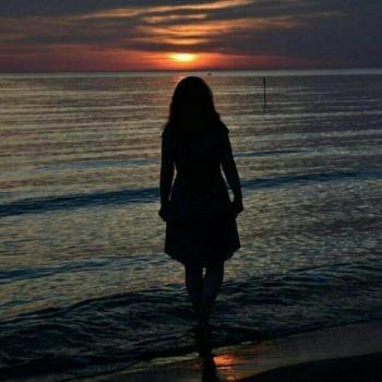 عکس پروفایل دختری در دریا