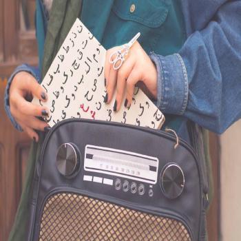 عکس پروفایل دختر کتاب خوان