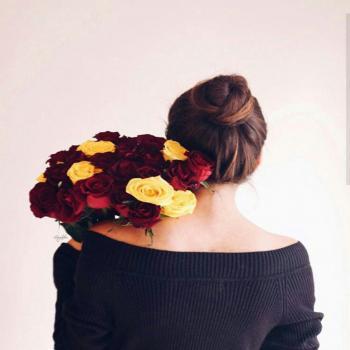 عکس پروفایل دختر و گل زیبا