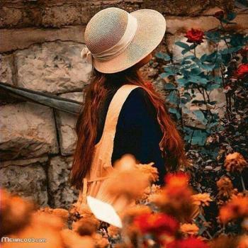 عکس پروفایل دختری در باغ پاییزی
