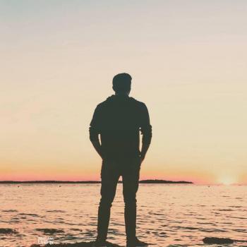 عکس پروفایل پسری لب ساحل