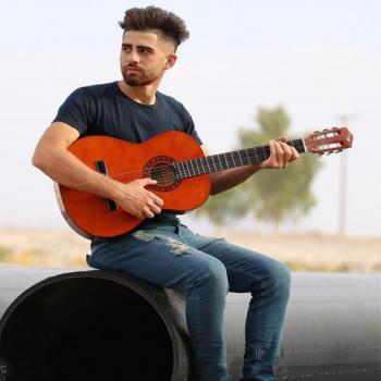 عکس پروفایل پسر گیتار زن