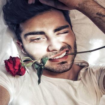 عکس پروفایل پسری با گل رز