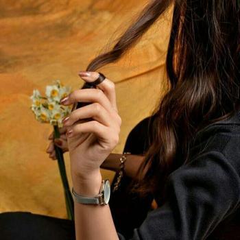 عکس پروفایل گل نرگس و دخترک