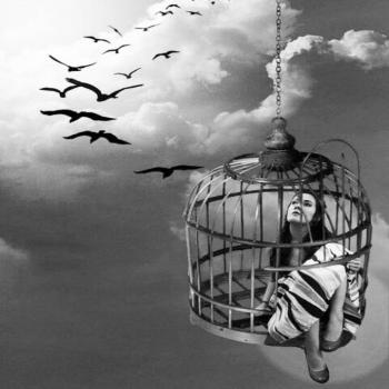 عکس پروفایل دختری در قفس