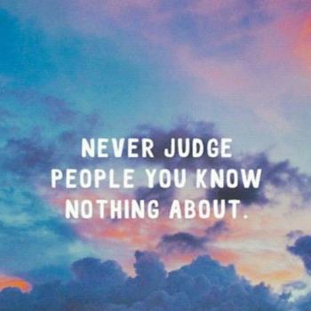 عکس پروفایل هرگز دیگران را قضاوت نکنید وقتی چیزی از آن ها نمیدانید