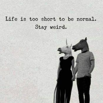 عکس پروفایل زندگی کوتاه تر از اونه که عادی باشی عجیب غریب بمون