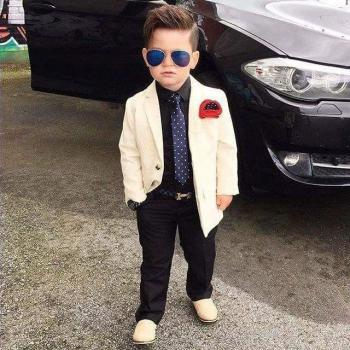 عکس پروفایل پسر کوچولو کت و شلواری