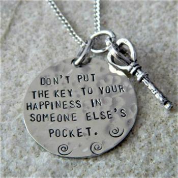 عکس پروفایل هیچگاه کلید خوشحالی خودت رو در جیب فرد دیگری قرار نده!