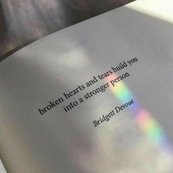 عکس پروفایل اشک ها و قلب های شکسته ازت یه آدم قوی تر میسازه