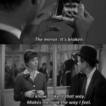 عکس پروفایل انگلیسی آینه ات شکسته- میدونم اینجوری ازش خوشم
