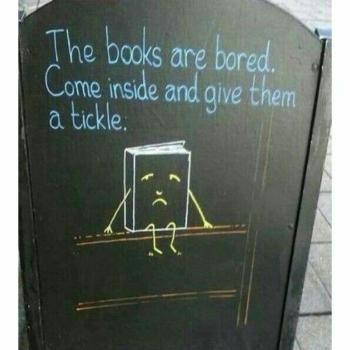 عکس پروفایل انگلیسی تبلیغ جالب یک کتاب فروشی؛ کتابها کسل اند,