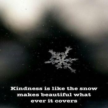 عکس پروفایل انگلیسی مهربانی مثل برف است هرچه را میپوشاند