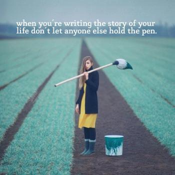 عکس پروفایل انگلیسی وقتی که داری داستان زندگیت رو مینویسی
