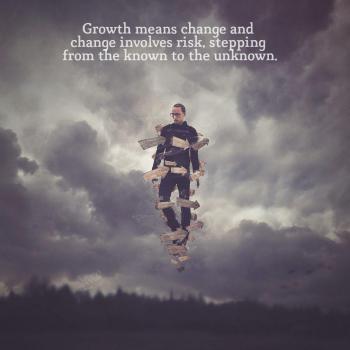 عکس پروفایل انگلیسی رشد یعنی تغییر برای تغییر باید ریسک کنی