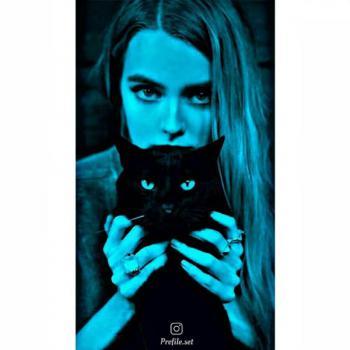 عکس پروفایل ست دختر گربه در بغل ترسناک