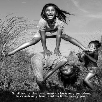 عکس پروفایل انگلیسی خنده بهترین روش برای مقابله کردن با همه مشکلات