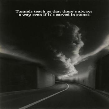 عکس پروفایل انگلیسی تونل ها به ما یاد میدن که همیشه یه راهی هست حتی تو دل سنگ