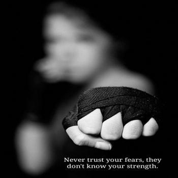 عکس پروفایل انگلیسی هیچوقت ترس هات رو باور نکن