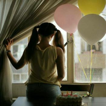 عکس پروفایل تولد دختر با بادکنک های رنگی