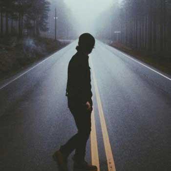 عکس پروفایل پسر دلتنگ و تنها در جاده