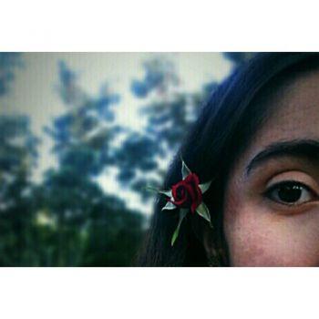 عکس پروفایل چشم دختر گل به سر