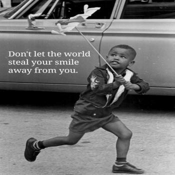 عکس پروفایل اجازه نده دنيا خنده رو از لبات بدزد