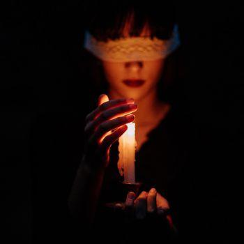 عکس پروفایل دخترونه تاریکی و شمع