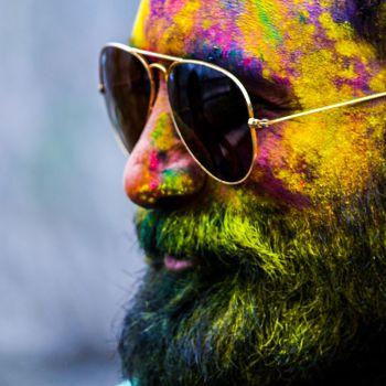 عکس پروفایل مرد رنگی با عینک آفتابی