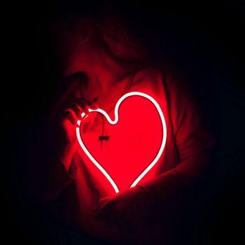عکس پروفایل قلب نئونی قرمز زیبا