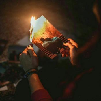 عکس پروفایل سوزاندن عکس بعد از شکست عشقی