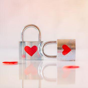 عکس پروفایل عاشقانه بدون متن قفل های قلبی
