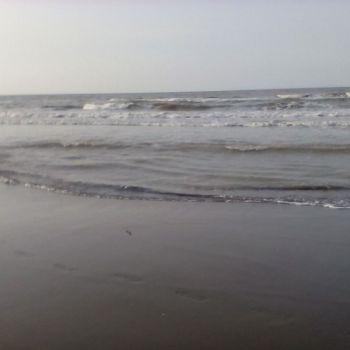 عکس پروفایل امواج دریا لب ساحل شمال